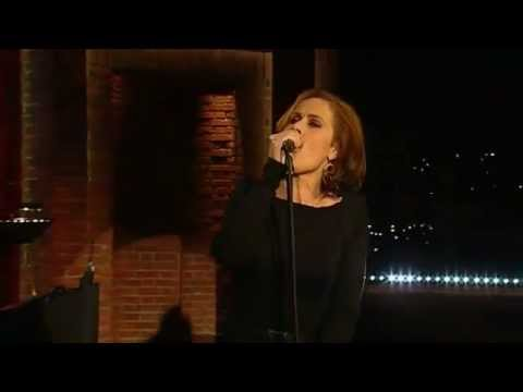 Alison Moyet - 'All cried out' [live]