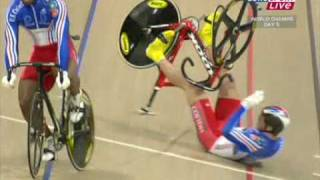 Gregory Bauge makes an amazing recovery vs Kevin Sireau UCI WC 2009 sprint semifinal