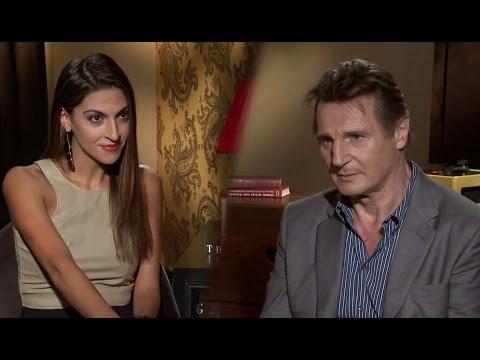 Liam Neeson Habla Español e Intimide a Miriam Isa con un Juego