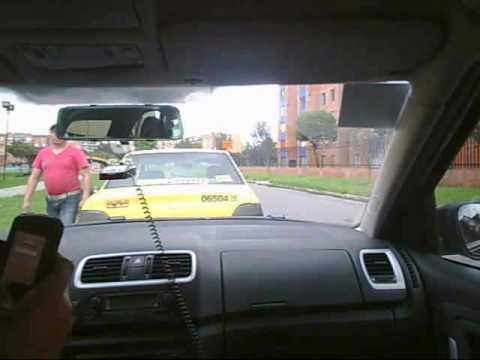 Taxista bogotano en contravía y amenazante!
