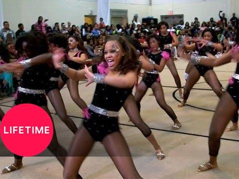 Bring It!: Burlesque Routine (s1, E8) video