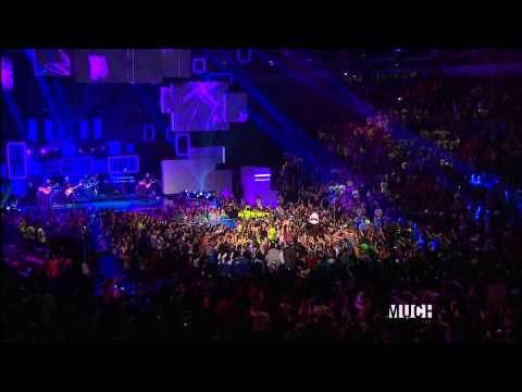 download lagu Avril Lavigne - Here`s To Never Growing Up Live gratis