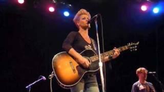 Watch Shelby Lynne 10 Rocks video