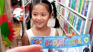 Gia Linh và chị Silent Sea đến hiệu sách Minh Thuận mua sách vở đồ dùng học tập chuẩn bị cho lớp 1