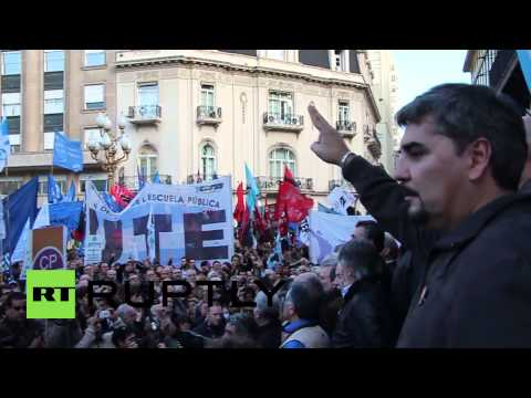 Argentina: Protesters support Kirchner as Argentina defaults on debt