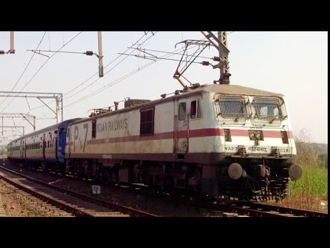 Crazy Wap-7 Honks As It Smoothly Accelerates With 10 Hrs Late Running Pathankot Express..!!! video