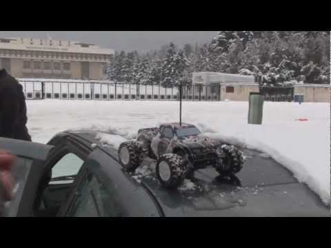 HPI Mini Recon with brushless motor on SNOW!