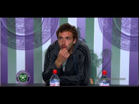 Gulbis confuses 'vampires' with 'umpires'