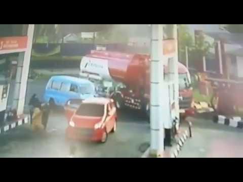 Rekaman cctv saat sebuah SPBU di Salatiga Terbakar karena Knalpot BRONX Motor