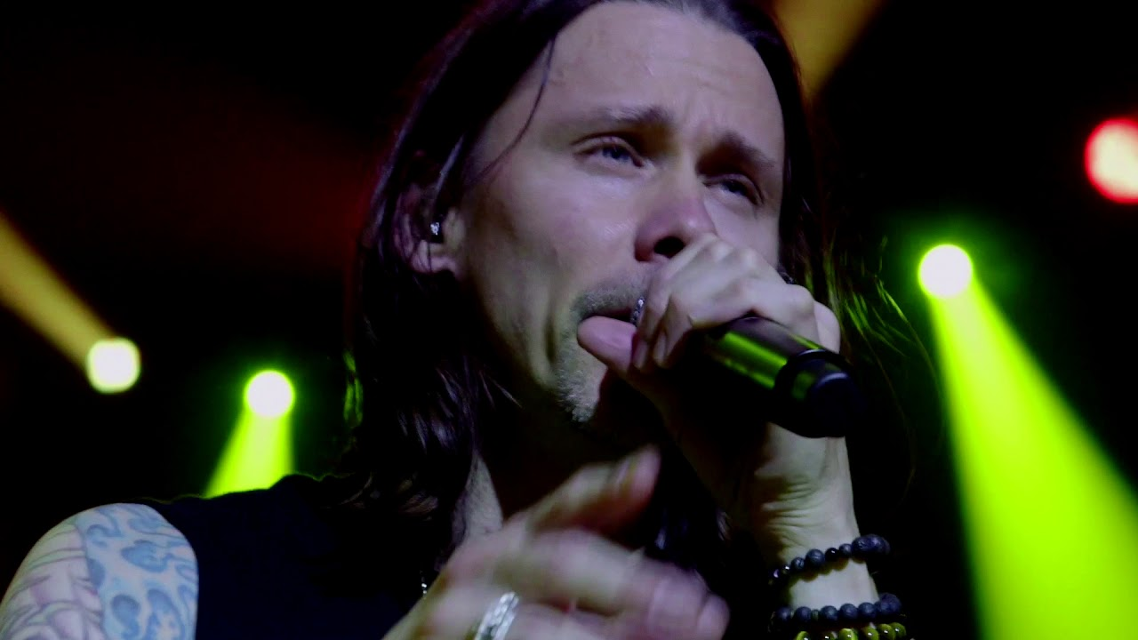 "Slash ft. Myles Kennedy & The Conspirators - ""Mind Your Manners""のMVを公開 新譜「Living The Dream」収録曲 thm Music info Clip"
