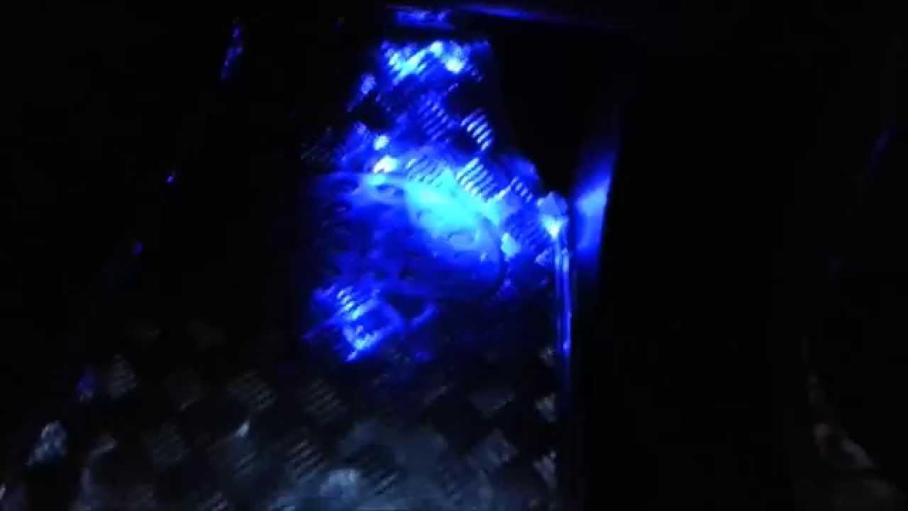lumiere bleue a l 39 interieur d 39 une voiture youtube. Black Bedroom Furniture Sets. Home Design Ideas