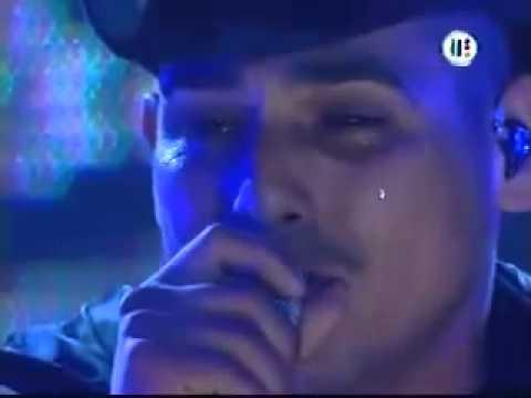ESPINOZA PAZ cantandole a su abuelita llorando