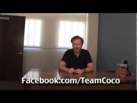 Thumb Conan O'Brien plays Angry Birds in his iPad