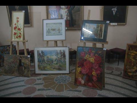 У Чернівцях відкрили виставку-аукціон на підтримку української армії