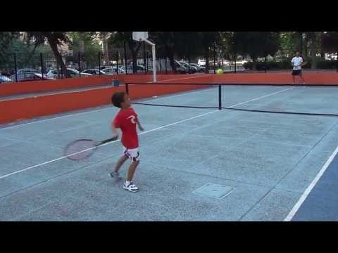 Jorge Niño 5 Años Jugando Al Tenis
