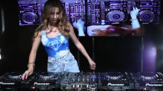 Juicy M mixing on 4 CDJs vol. 4