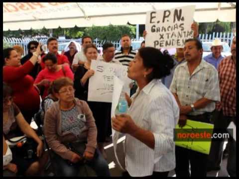 Protestan frente a las oficinas de Hacienda en Culiacán