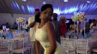 African Wedding Dance - Bridesmaid kills the dancefloor