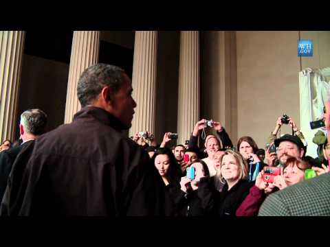 Obama Surprises Tourists At Lincoln Memorial