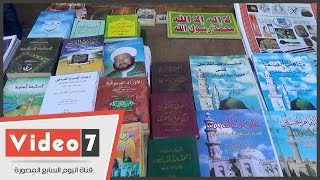انتعاش بيع الكتب الدينية أمام المساجد.. وبائع: أسعارها ارتفعت 40%