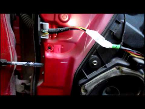mazda 3 снятие  обшивки двери и ремонт огранечителя