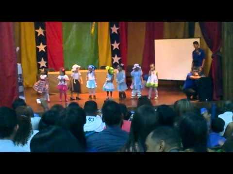 Mi bella Tatiana bailando Rock and roll en el Acto de su escuela!!!