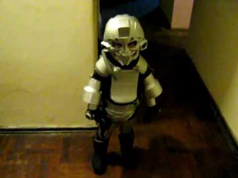 Disfraz de robot reciclado