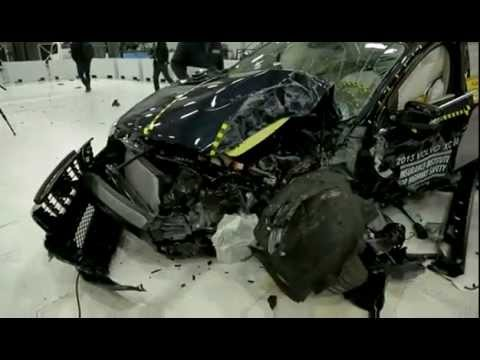 2013 Volvo XC60 - IIHS the small overlap front crash testing (2013 IIHS TOP SAFETY PICK+)