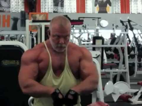 Silver Daddy Is Flexing In The Gym video