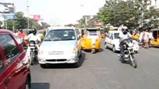 Thumb Asi se cruza una calle en la India