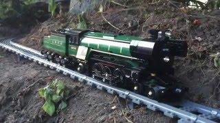 Gắn camera trước mô hình tàu hỏa Lego : Video 'thám hiểm thế giới' đầy thú vị