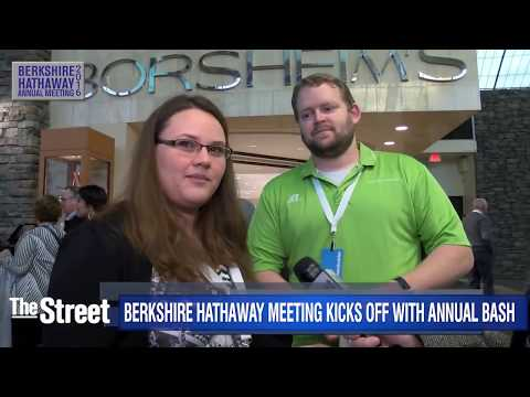 Berkshire Hathaway Meeting Kicks Off With Cocktails and Shopping