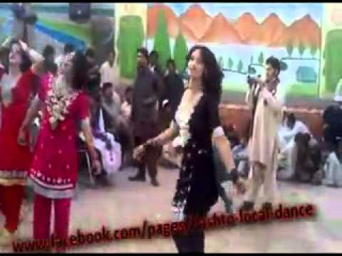 Swat Peshawar  new Private Pashto Mujra party with Hot Girl mast dance  on Road