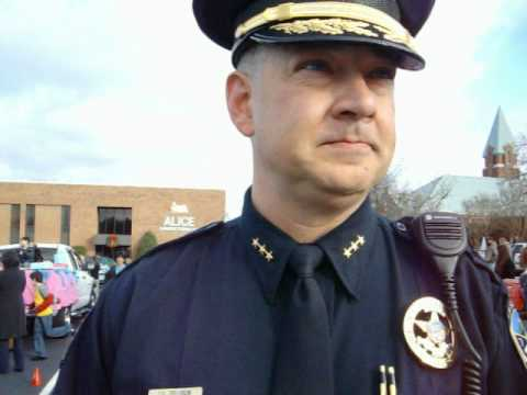 Cops threaten anti-common core group for walking in Christmas parade