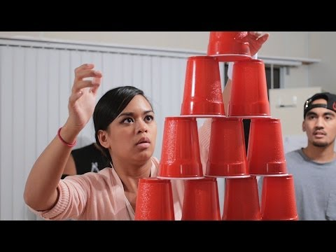 Minute To Win It: Stack Attack (head-to-head) video