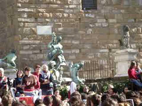 Sabina gUzzanti in Piazza della Signoria_2