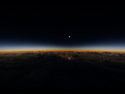 شاهدوا الكسوف الكامل للشمس من نافذة طائرة