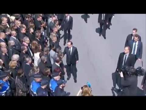 Un policier refuse de serrer la main de Hollande et Valls. (17/06/2016)