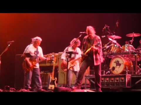 Neil Young - Walk Like A Giant live  Voodoo Experience 2012 New Orleans
