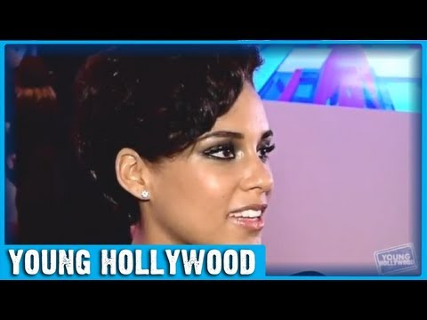 Alicia Keys on X FACTOR performance of GIRL ON FIRE