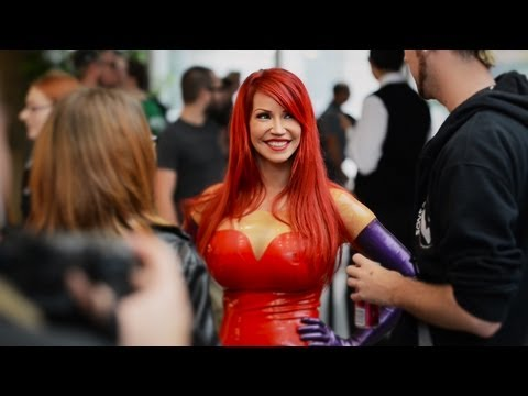 Cosplay Jessica Rabbit PRANK - Bianca Beauchamp pick-up lines at Comic-Con thumbnail