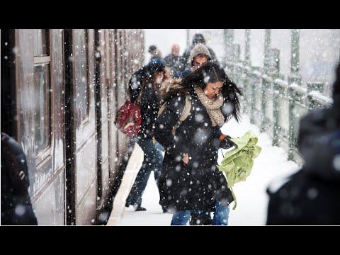 NYC Blizzard 2015 (Snowstorm Barrels Into Northeast)