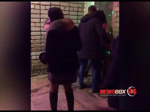 В Славянке стриптиз пьяной женщины привел к массовой драке в кафе
