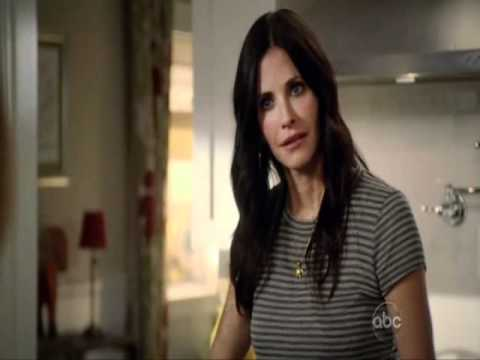 Cougar Town: Girls doing the robot