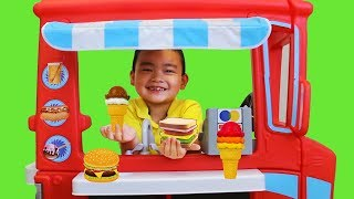 Lyndon Pretend Play with Ice Cream Food Truck