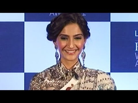 Sonam Kapoor Joins Salman's Camp | Bollywood News video