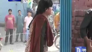 Police torture on woman in-front of her kids in Lahore