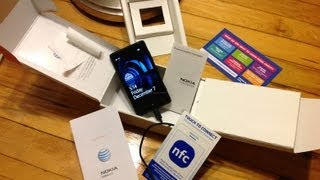 Nokia Lumia 820_ Unboxing, Hardware Tour, & First Boot