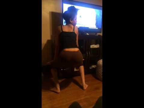 Jamaican girl twerking thumbnail