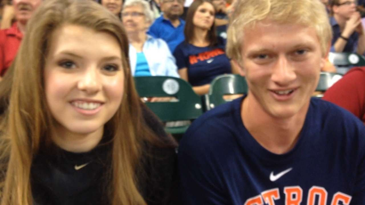 Astros' mascot Orbit helps senior land prom date